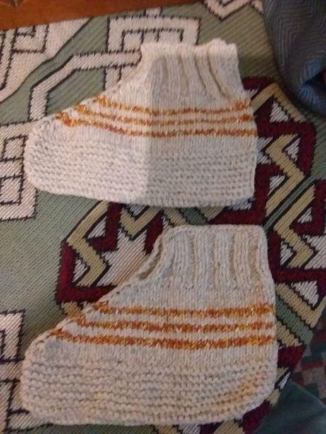 Ciorapi ,botoșei groși din lână croșetați manual
