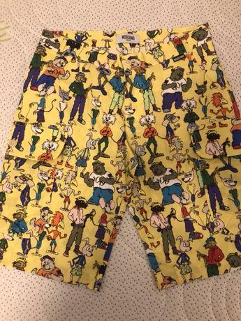 Pantaloni scurți Moschino, 12 ani