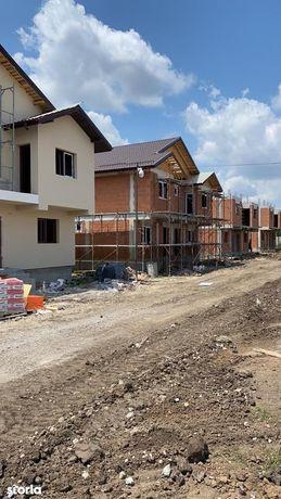 Duplex 4 cam,2 bai,canalizare,230 m teren,str Safirului 105.000euro