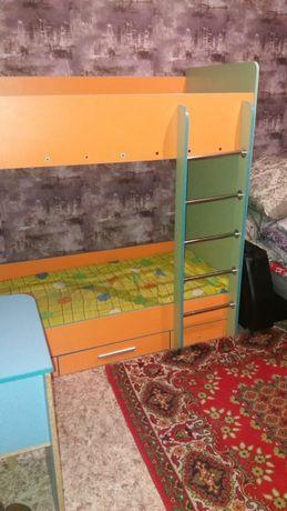 Детский уголок кровать, шкаф и парта