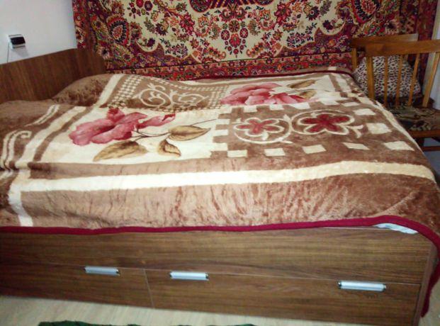 Кровать двух спальная 180*160см, 2 тумбочки