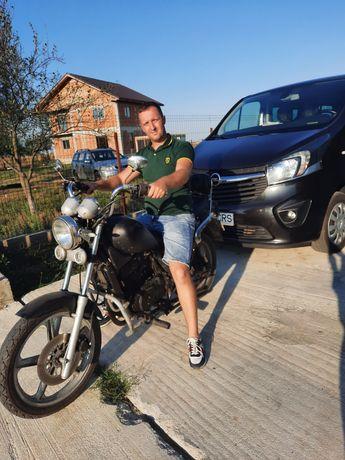 Vand motocicleta chopper sau schimb cu Atv