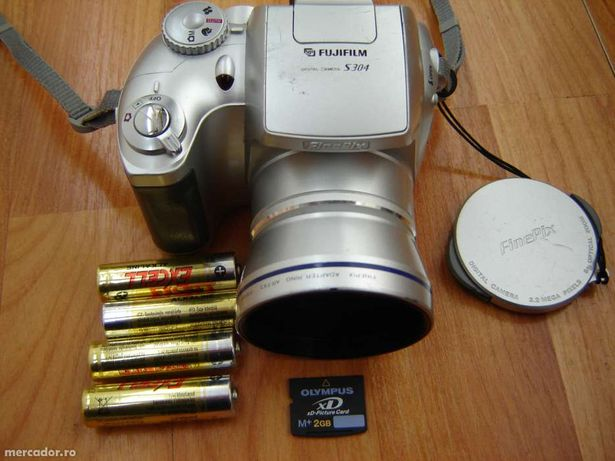 Foto digital 4 mega pixeli + card+bateri funnctioneaza perfect