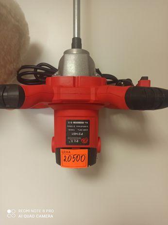 Миксер фирмы P.I.T 1300w для замешивания раствора.