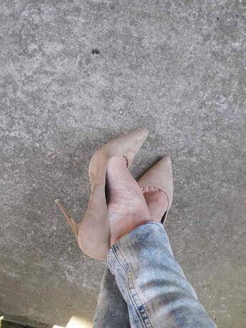 Елегантни обувки с тънък ток