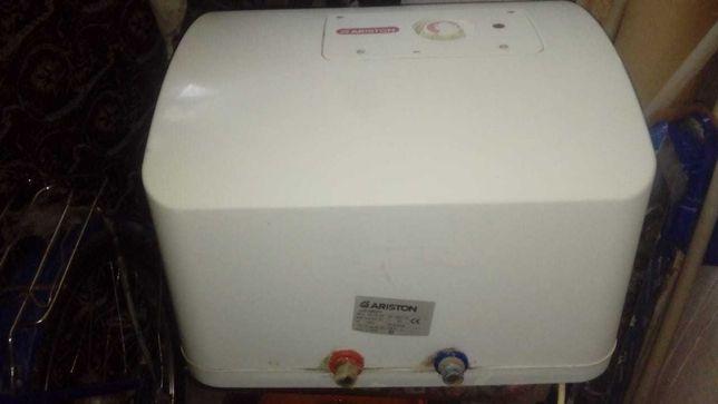 водонагреватель Аристон на 30 литров