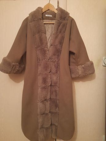 Пальто на осень.Цена 11 тыс.