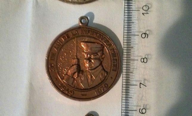 Vând sau schimb trei medalii vechi din perioada comunismului.