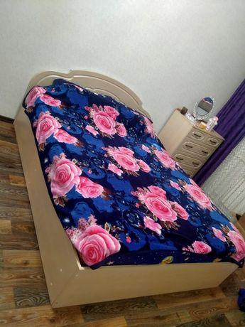 Продается кровать с комодом,в хорошем состоянии,с матрасом