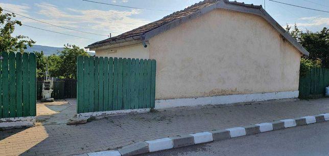 Casa si teren de vanzare - iesire la 2 strazi - 1100 mp