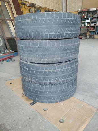 Зимние шины Bridgestone 4шт.