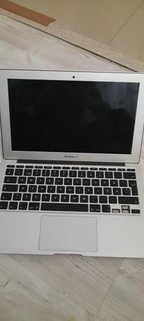 Macbook air 1465 model 11 inch