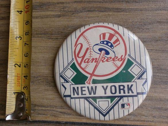 Много Рядка Значка от 80те на New York Yankees Baseball USA