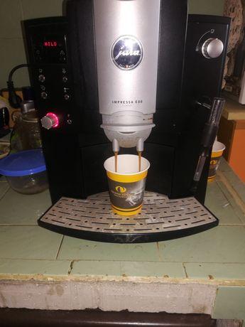 Продавам кафе машина JURA