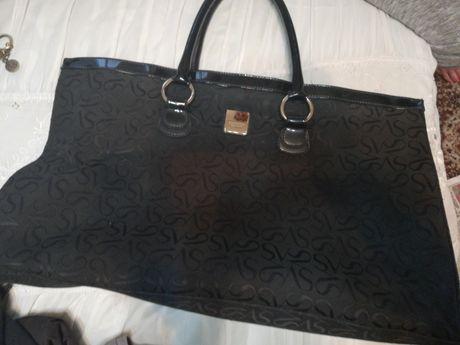 Черна чанта с къси дръжки