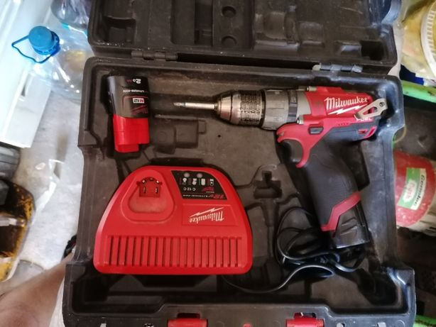 vand filetanta Milwaukee M12 Fuel
