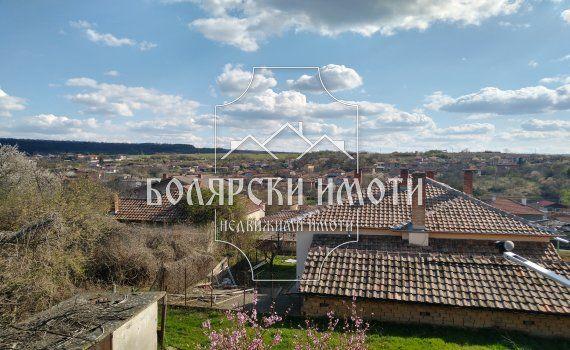 Двуетажна монолитна къща в село Присово
