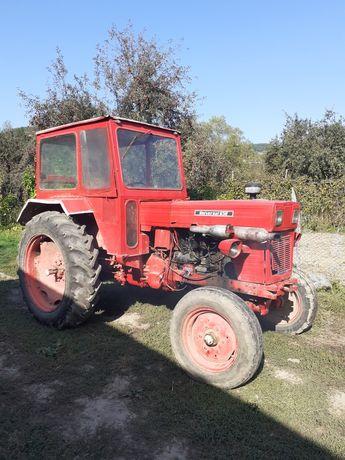 Vând tractor u 650 M