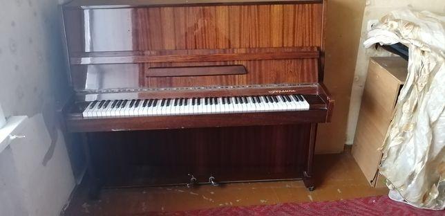 пианино продаю срочно