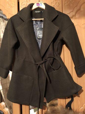 Короткое женское пальто (новое)