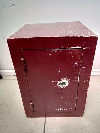 Продам металлический несгораемый шкаф