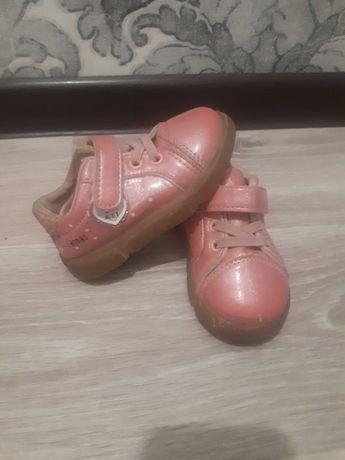 Детский обувь  2000тг