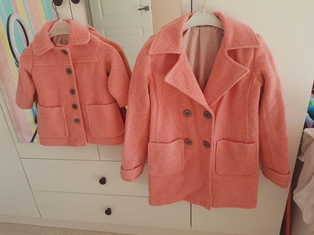 Пальто детское одинаковый цвет и материал