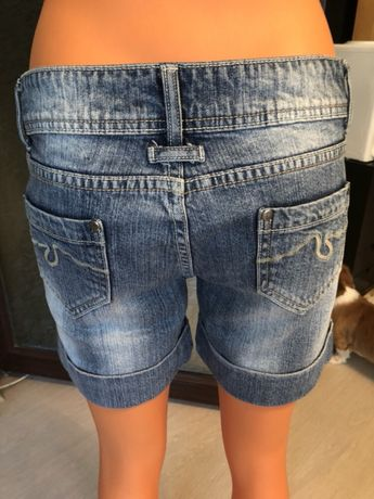 Pantaloni scurți de blugi mărimea 42