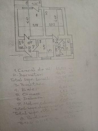 Vând apart. doua camere semidecom. cu balcon, et. 2, cartier Traian