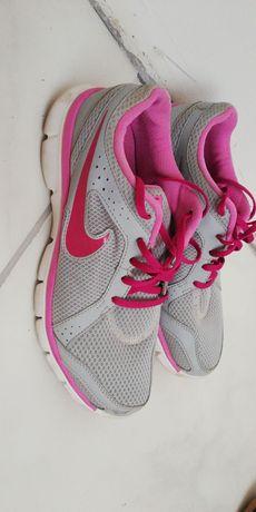 Adidași Nike stare buna