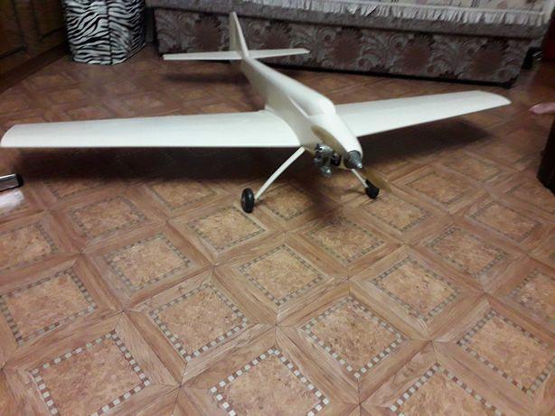 Продам конструкторскую модель самолета