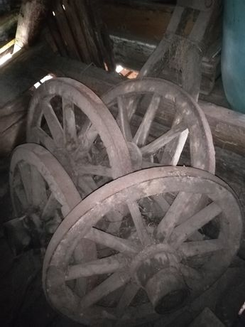 Car antic de lemn