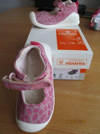 Продавам детски обувки марка Biomecanics