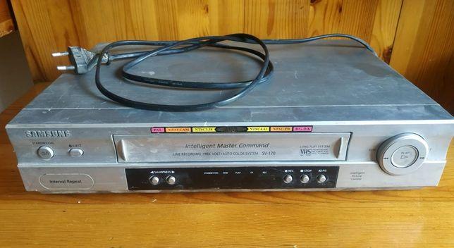 Кассетный видео магнитофон.
