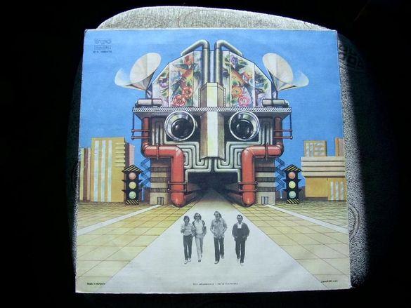 Реликва: Вкусът на времето-двойният албум на Щурците с автографи и п
