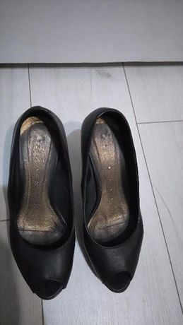 Черни отворени обувки от естествена кожа
