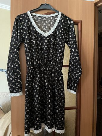 Платье с резтнкой на талии