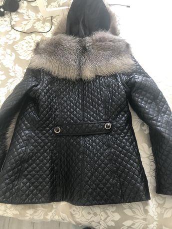 Куртка демисезонная кожаная с чернобуркой с капюшоном, рукава отстегив