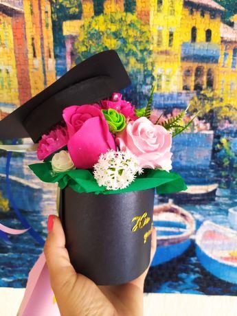 Кутия с гипсови цветя