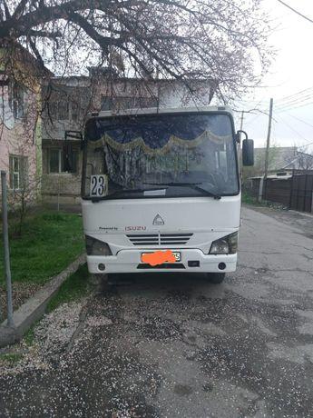 Isuzu HC 40 продам 3 автобуса