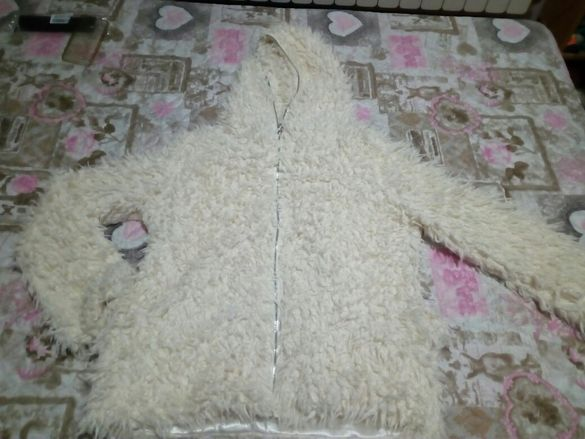 Бяло Пухено палтенце