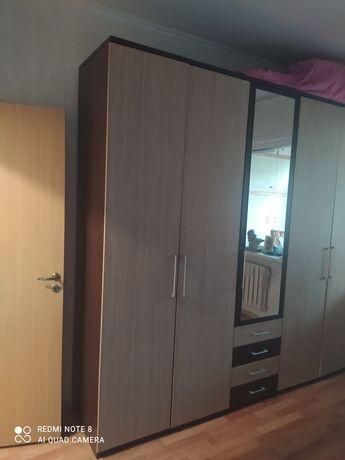 Продам шкаф в спальню большой, вместимый