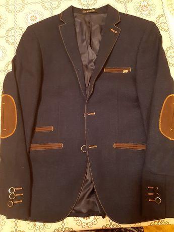 Мужской костюм новая не одёванная производство Турция