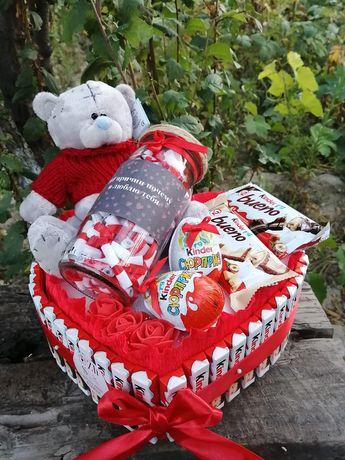 Подарок девушке жене подарок Киндер торты корзины боксы на день рожден