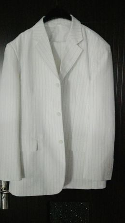 Costum alb de firmă