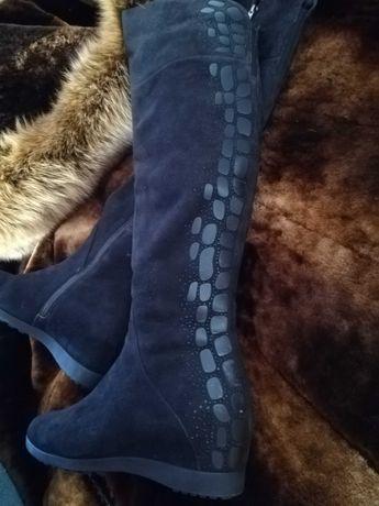 Продам зимние сапоги (37 размер).
