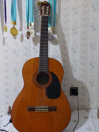 Продам классическую гитар YAMAHA C40