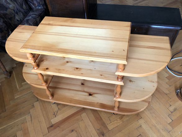 Дървена масичка за телевизор