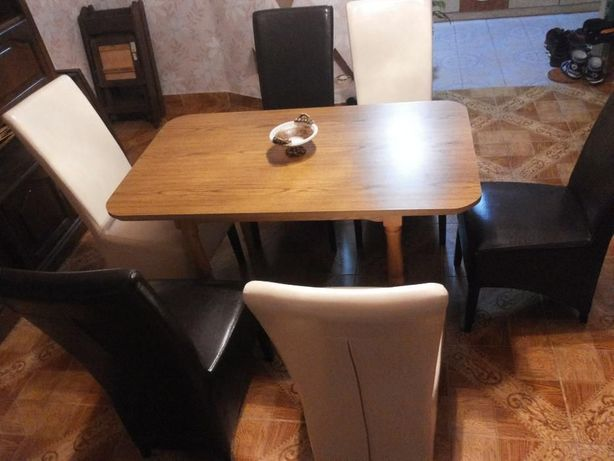 Vand masa cu 6 scaune