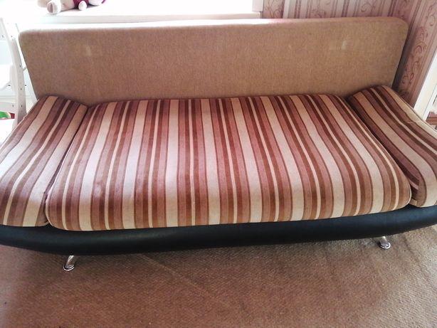 Продаю удобный диван